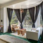 Зона для отдыха в эркере частного дома