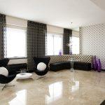 Керамический пол в современной гостиной