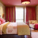 Розовый потолок в детской комнате