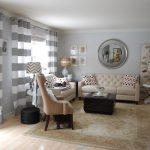 Интерьер гостиной с двумя диванами