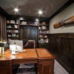 Деревянная мебель в классическом кабинете