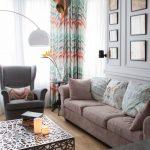 Декор картинами стены над диваном