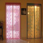 Шторы из прозрачного материала на дверных проемах