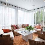 Мебель из ротанга в гостиной частного дома