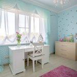 Легкие занавески в комнате для девочки