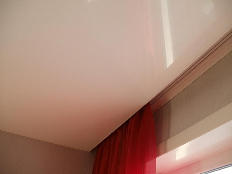 Крепление штор в нише потолка с натяжным полотном