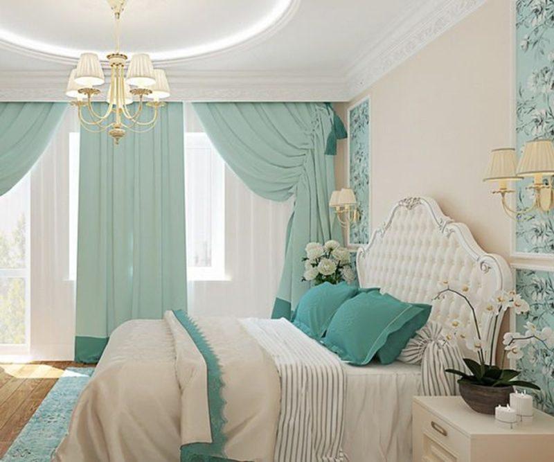 Интерьер классической спальни со шторами цвета мяты