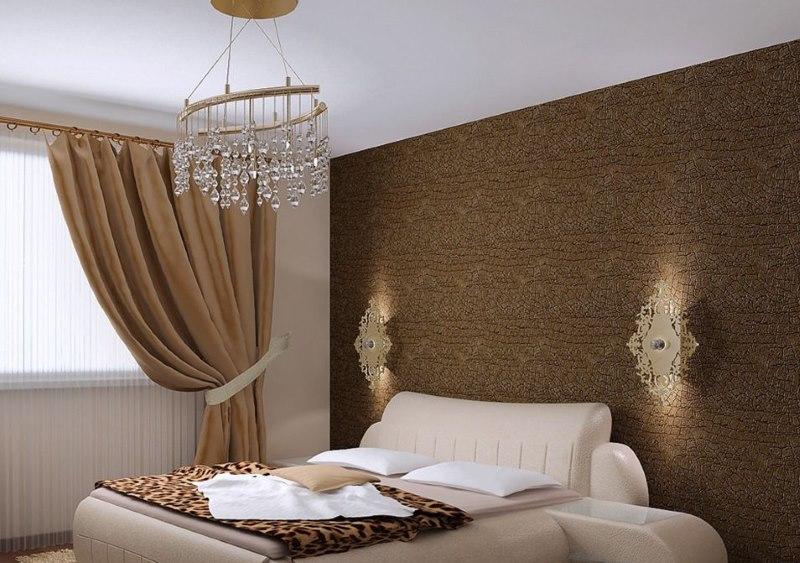Стеклянная люстра на кроватью в спальне
