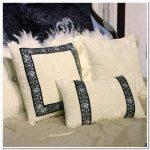 Красивые подушки с декоративными камушками и стразами