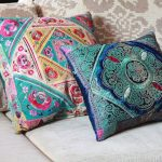 Красивые подушки с вышитыми рисунками