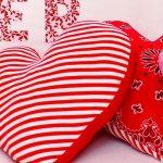 Красивые подушки сердечки с рисунками