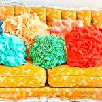 Красивые вязанные подушки на диван