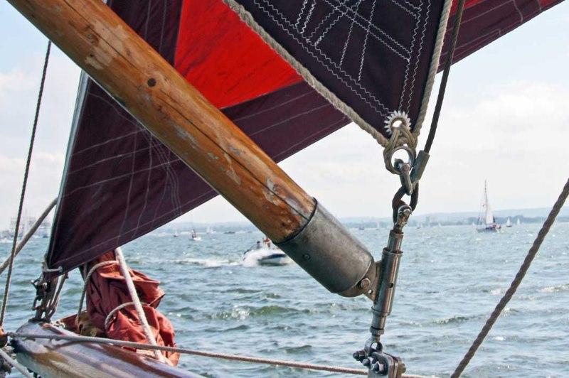 Пример использования люверса на парусе яхты