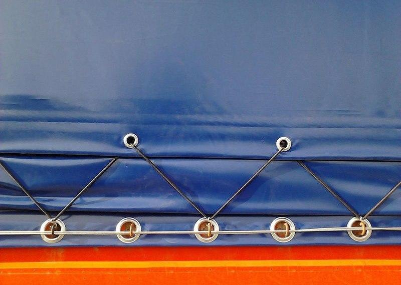 Шнуровое закрепление тента с люверсами