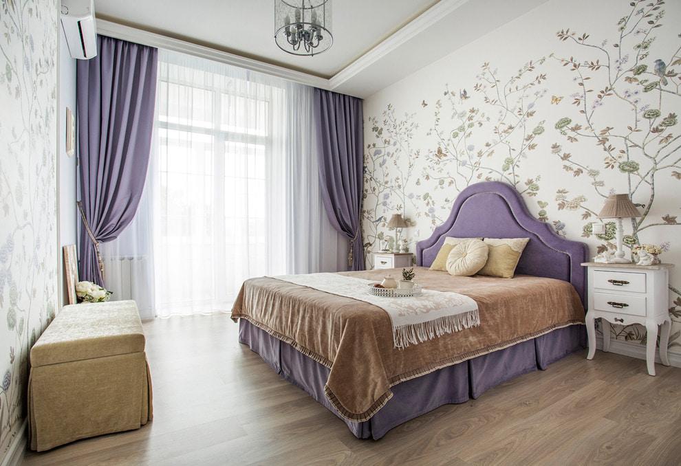 Занавески лавандового оттенка в интерьере спальни
