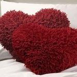 Лохматая декоративная подушка
