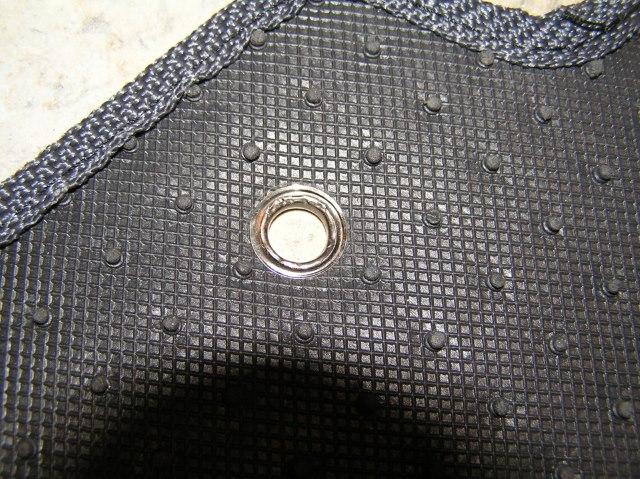Установка люверса на автомобильном коврике своими руками
