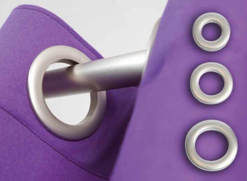 Люверсы на фиолетовой занавеске для зала