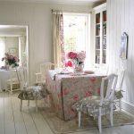 Мягкие подушки с юбками для уютной кухни