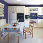 Необычная скатерть для уютной кухни