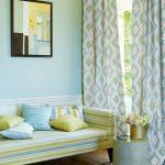 Необычные подушки для полосатого дивана