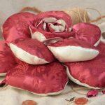 Объемная подушка-роза ручной работы