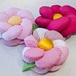 Объемные подушки в виде цветов