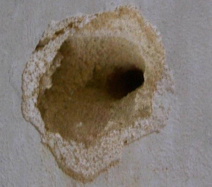 Отверстие под дюбель в рыхлой стене