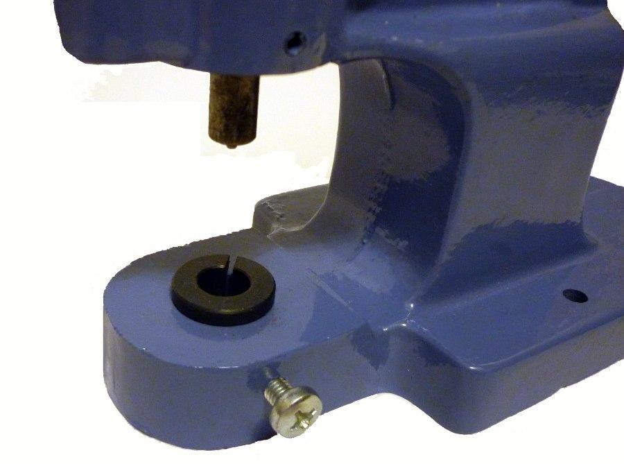 Втулка для закрепления насадок в платформе ручного пресса для фурнитуры