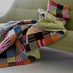 Плед из свитеров, порезанных на квадратики, с мягкой подкладкой
