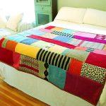 Плед на кровать из вязанных элементов