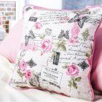 Подушка для декора комнаты в французском стиле