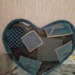 Подушка из мебельной ткани в форме сердца
