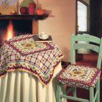 Подушка на стул в тон скатерти