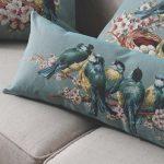 Подушка с цветами и птицами для интерьера гостиной в стиле прованс
