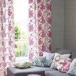Подушки с цветочками для серого дивана