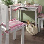 Полосатые подушки на стулья и скатерть в одном цвете