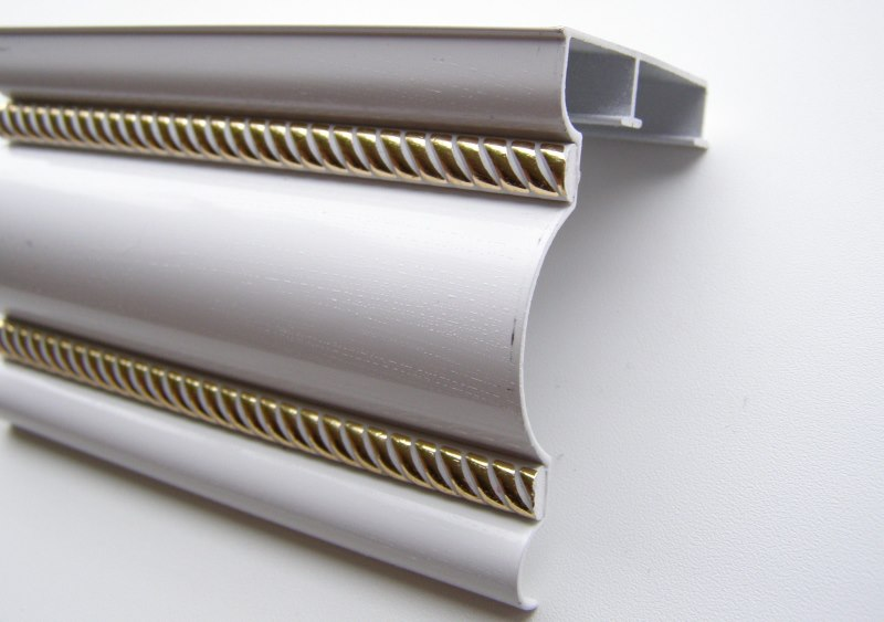 Профильная шина алюминиевого карниза с декоративной позолотой