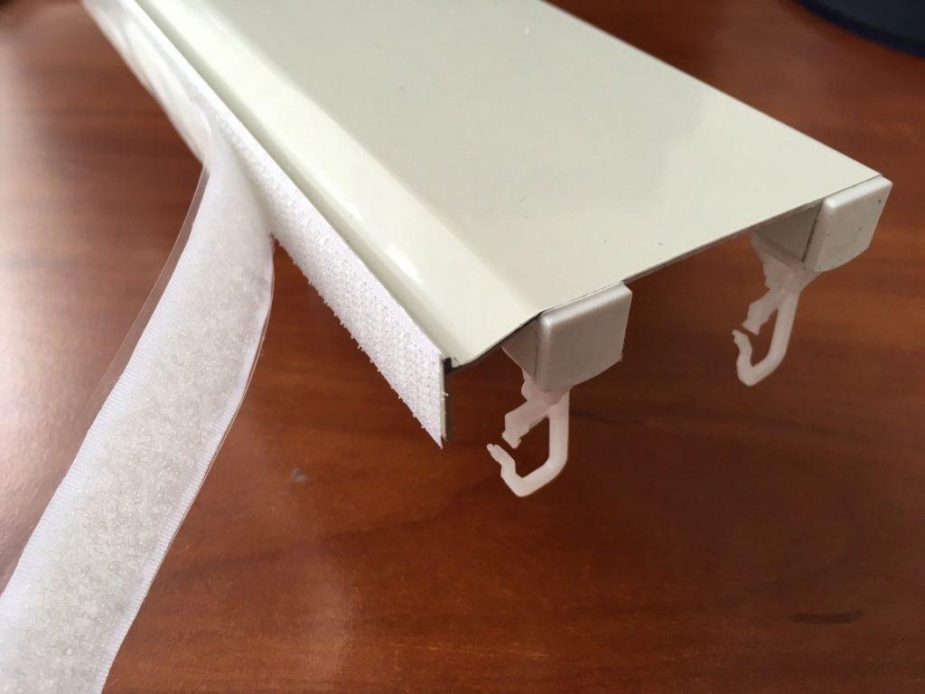 Липучка на боковой планке потолочного карниза