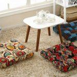 Разноцветные напольные подушки для сидения