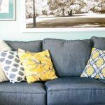 Разноцветные наволочки на диванные подушки