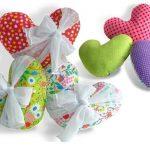 Разноцветные подушки-сердце