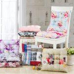 Разнообразие подушек на стулья разных цветов для любого интерьера