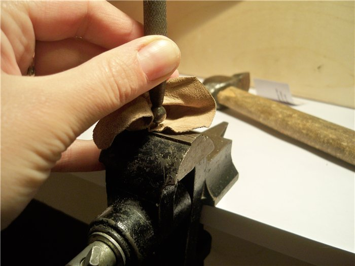 Развальцовка люверса без специального инструмента