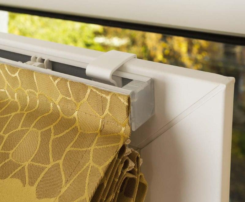 Монтаж римской шторы на подвижной створке пластикового окна