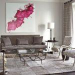 Серые диванные подушки для строгого серого дивана