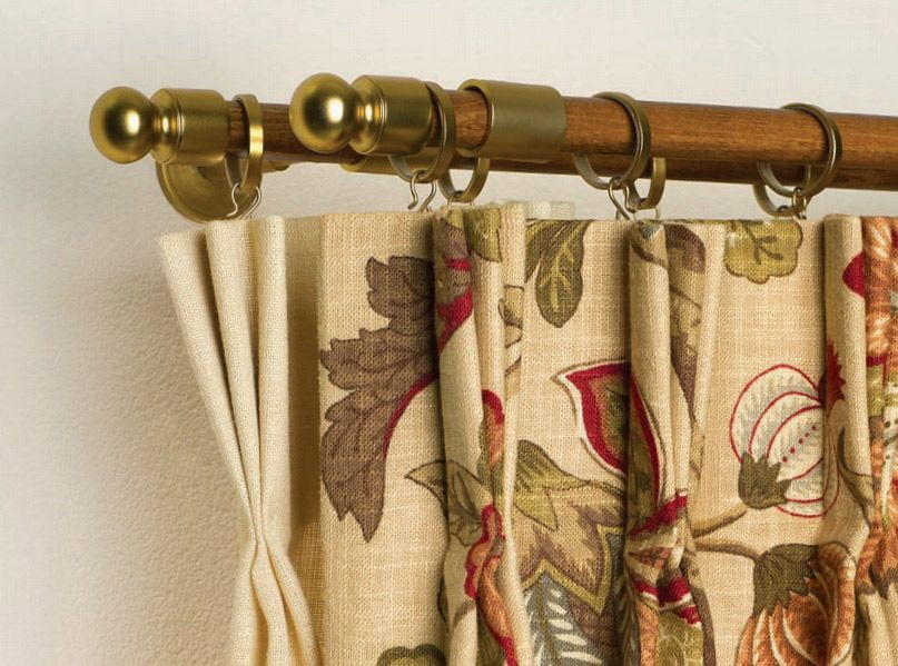 Деревянный двухрядный карниз с латунными наконечниками
