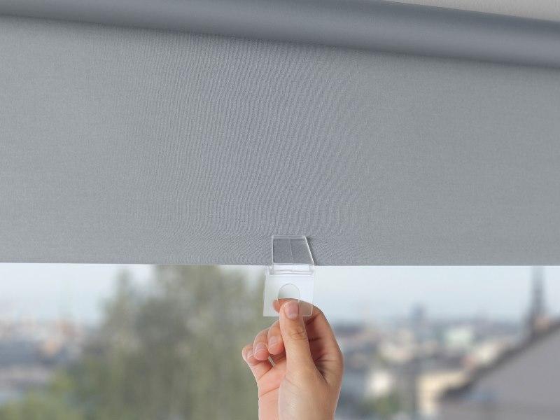 Пластиковая скоба на полотне шторы Тупплюр от Икеа