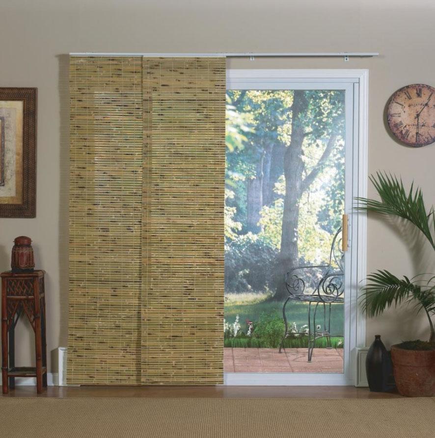 Дверной проем с бамбуковыми шторами