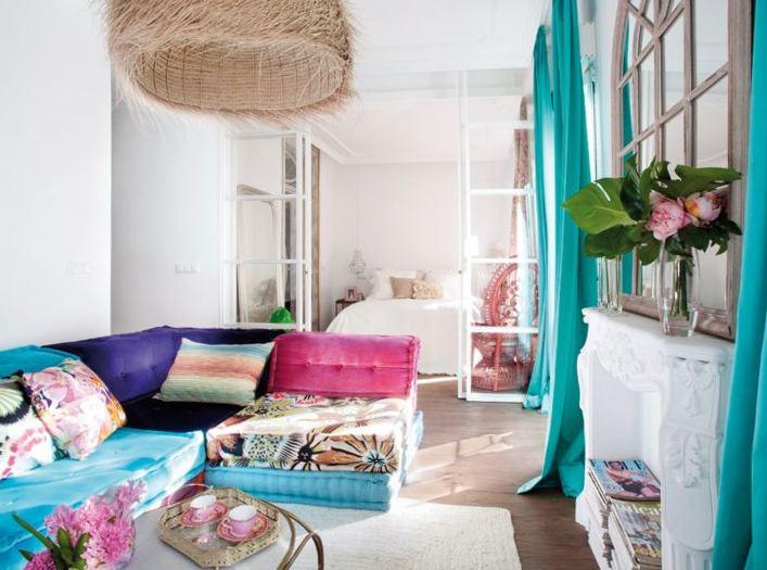 Угловой диван с обивкой мятного цвета